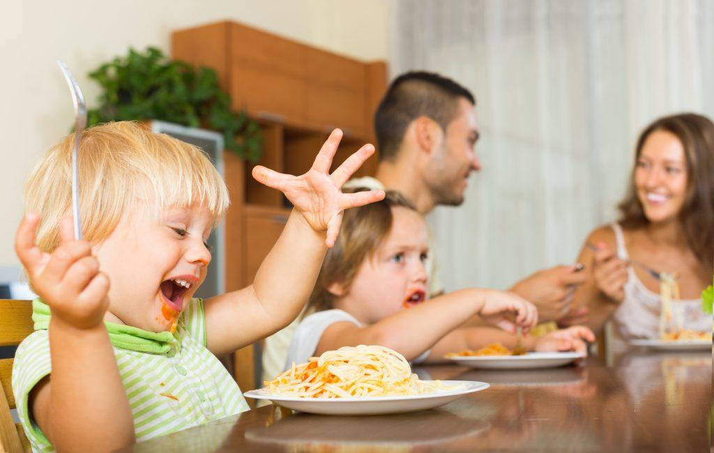 Mâncatul emoțional și condiționările din copilărie